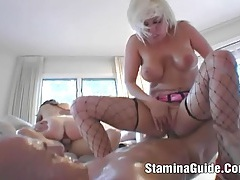 Popular lesbians fucked and give a good handjob tubes