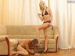 Sucking toes of blonde girl in bikini tubes