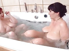 Chubby lesbian girls enjoy sexy bathtub play tubes