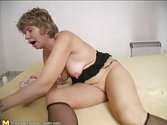 Hot momma with huge black toy to fuck her cunt tubes