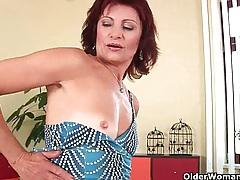 Granny with hard nipples and hirsute pussy masturbates tubes