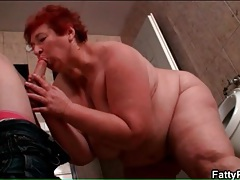 Bbw sucks skinny guy in the bathroom tubes