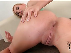 Kelly white shakes her ass and fingers her anus tubes
