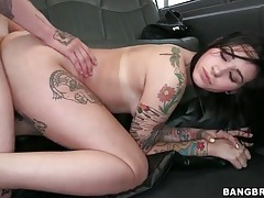 Tattooed couple has hardcore car sex with cumshot tubes