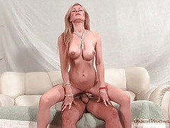 Perfect body on the mature chick he fucks lustily tubes