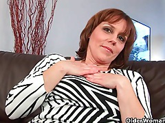 Mature mom spreads her hairy and wet pussy tubes