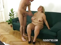 Hot fat horny slut freezes - repairman helps her get warm! tubes