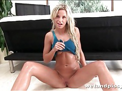 Blonde chick dida pisses out of her speculum tubes
