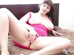 Busty brunette envy vibrates her pink quim tubes
