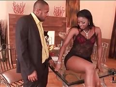 Sexy black girl lets him suck on her toes tubes
