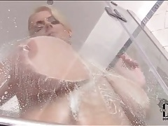 Huge natural titties girl plays in shower tubes