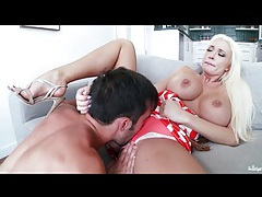 Bimbo summer brielle fucked in bald cunt tubes