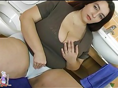 Sexy fat girl takes out tits and sucks dick tubes