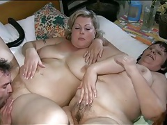 Chubby girls in foreplay threesome are hot tubes