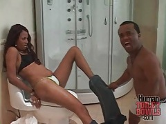 Midget gets his black cock sucked in bathroom tubes