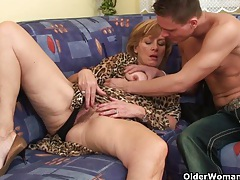 Granny gets her hairy pussy fucked deep tubes