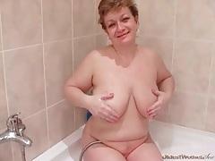 Chubby mature shows him her blowjob skills tubes