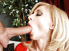 Pretty cougar nina pleasuring wang tubes