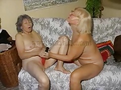 Matures masturbate with big red dildos tubes