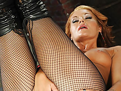 Hot fingering girl in leather boots tubes