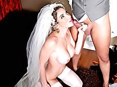 Bride in her veil fucked tubes