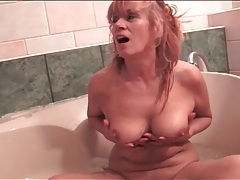 Naked mature models her cunt in bathtub tubes