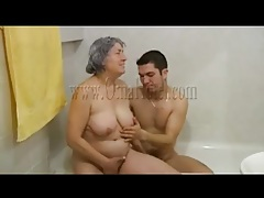 Granny fondles and sucks his dick in the bathtub tubes