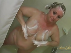 Bbw gets soapy and sexy in the shower tubes