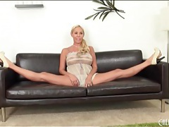 Sheer baby doll on babe doing splits tubes