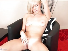 Solo finger fucking blonde is a beauty tubes