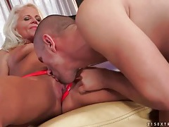 Blonde mature eaten out on her cunt tubes