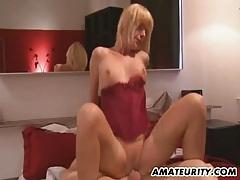 Amateur milf does anal with huge cumshot tubes