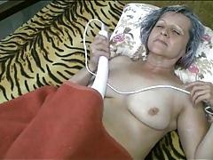 Sleepy grandma eaten out on her cunt tubes