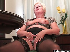 Full figured granny masturbates with a dildo tubes