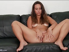Kelsi monroe models and pleasures her cunt tubes