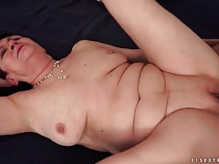 Shaved mature cunt slammed by young dick tubes