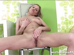 Bella karina offers her pussy in close up tubes