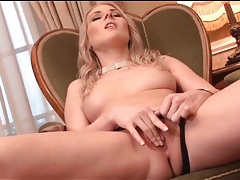 Finger fucking girl gets on the phone tubes