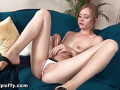 Teen drops her skirt and fingers wet cunt tubes