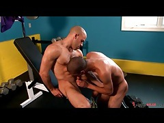 Sexy guys in the gym suck hard dick tubes