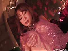 Japanese babe in sexy outfit masturbates pussy tubes