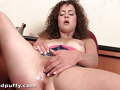Curly hair honey turns on her pink pussy tubes