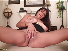 Mature with big naturals teases her pussy tubes