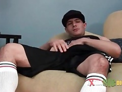 Sporty guy gets horny and jerks off tubes