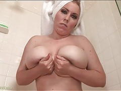 Curvy desiree deluca masturbates in shower tubes