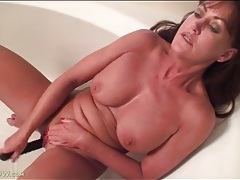 Masturbating mature squirts over and over tubes