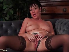 Curvy solo milf is into hot cunt fingering tubes