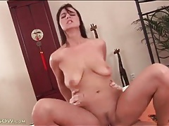 Milf cock rider with a great ass sits on him tubes