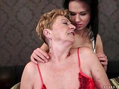 Teen seduces granny lesbian in lusty porn tubes