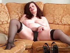 Fat chick fingers her hairy pussy solo tubes